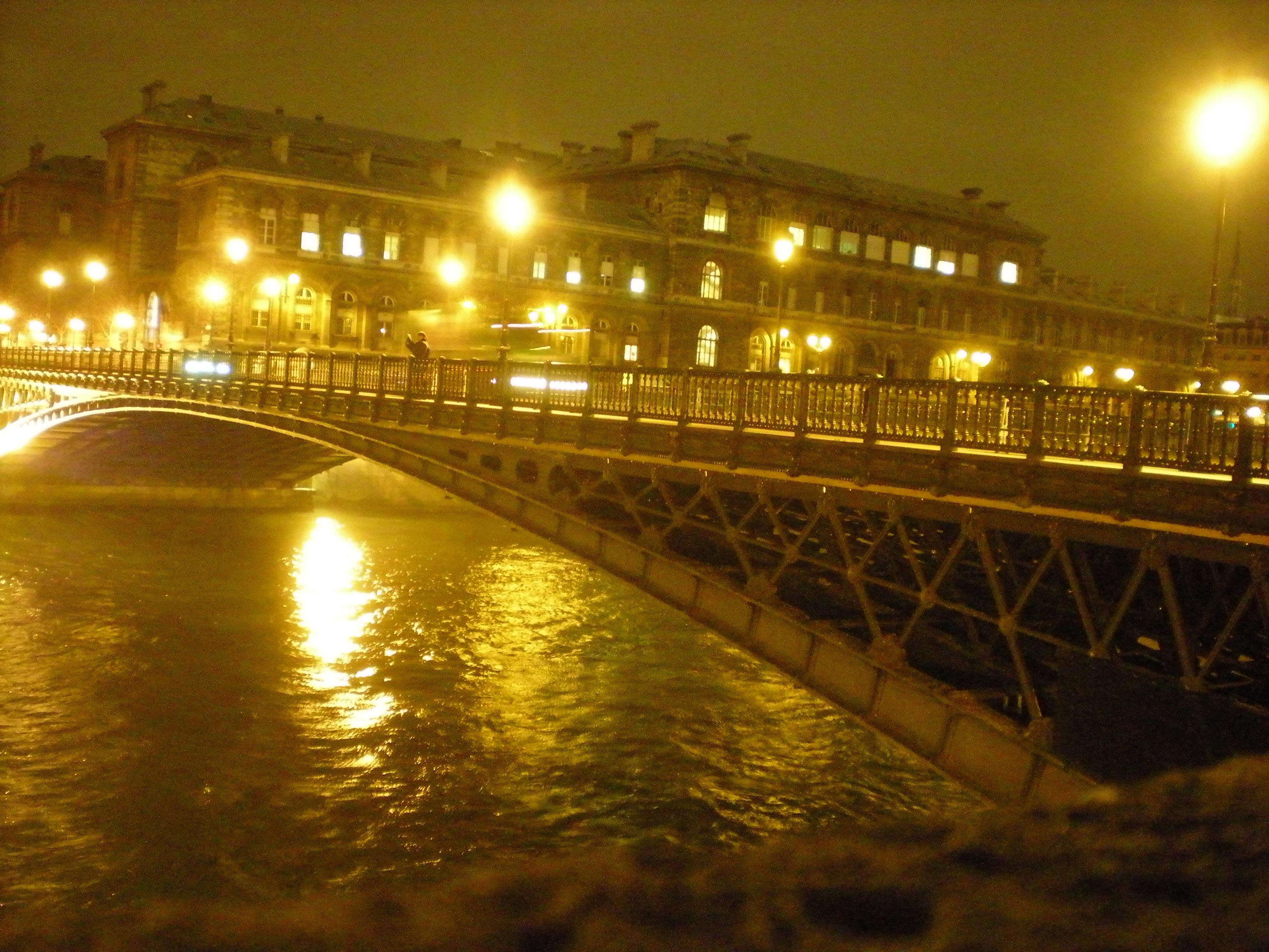 Une nuit paris apr s la pluie le beau tempsapr s la for Une nuit a paris